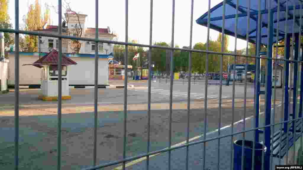 В Севастополе не работает автовокзал. Российские власти Крыма и Севастополя приостановили междугороднее сообщение до конца режима самоизоляции. Городское сообщение– ограничено. Транспорт ходит по часам