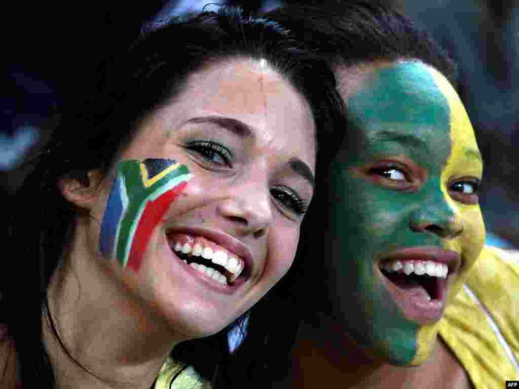 هواداران رنگین در جام جهانی فوتبال 2010 در آفریقای جنوبی
