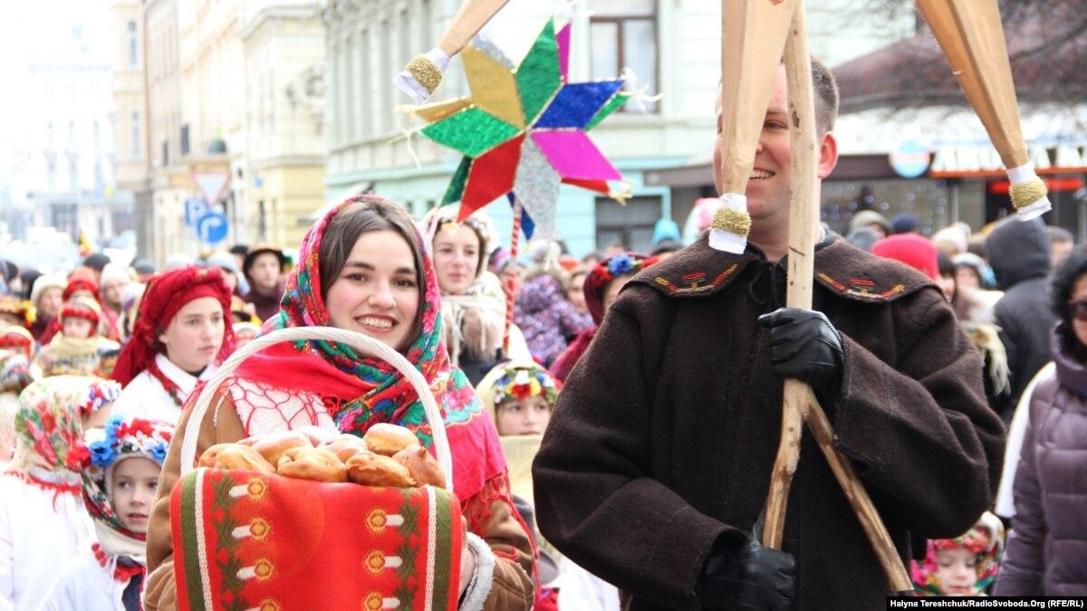 Во Львове установили чотирьохметровий Рождественский дидух