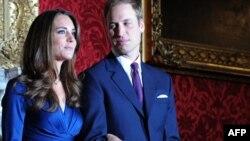 Մեծ Բրիտանիա -- Արքայազն Վիլյամը եւ նրա հարսնացու Քեյթ Միդըլթոնը Սեյնթ Ջեյմս պալատում, 16-ը նոյեմբերի, 2010թ.