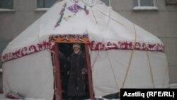 """""""Сібір үйлері"""" фестивалінде тігілген қазақ үй. Новосибирск."""