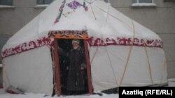 Казахская юрта, выставленная на сибирском чайном фестивале в Новосибирске, Россия. Иллюстративное фото.