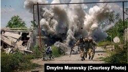 Фото «Перемир'я в Широкині» Дмитра Муравського викликало полеміку у професійному середовищі