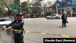 Разбор завалов в Мехико, 19 сентября 2017.