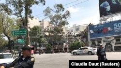 Земјотресот со сила од 7,1 степен уривал згради и предизвикал голема паника меѓу 20 милионското население на градот Мексико.