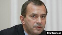 Один із братів Клюєвих, Андрій, колишній перший віцепрем'єр в уряді Миколи Азарова