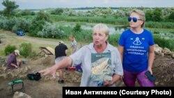Археологи Светлана Беляева и Наталья Бимбирайте на раскопе Тягинской крепости в Херсонской области, август 2020 года