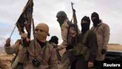 گروهی از افراد جبههالنصره که اکنون نام خود را به جبهه فتحالشام تغییر داده در این تصویری در نزدیکی لبنان