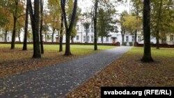 Вуліца Ўрыцкага побач з паркам