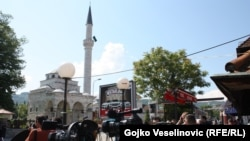 Ferhat pašina džamija prilikom otvaranja, nakon što je obnovljena, 7. maj 2016.