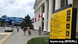Територія аеропорту в Сімферополі