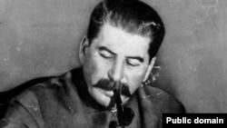 Татар-башкорт Совет җөмһүриятен төзү мәсьәләсен тикшергән җыелышта беренче булып Иосиф Сталин чыгыш ясый
