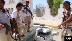 Pjesëtarët e sigurisë së Jemenit gjatë një kontrolli në Mukalla më 15 maj të këtij viti