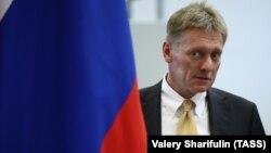 Дмитро Пєсков додав, що це буде потрібно тільки «у разі, якщо українській владі не вдасться утримати ситуацію в правовому полі, якщо це матиме якісь потворні прояви, насильницькі»