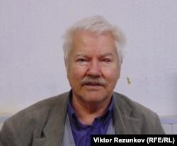 Николай Андрущенко, бывший депутат Ленсовета. Глаз поврежден на допросах в СИЗО Санкт-Петербурга в 2007 году.