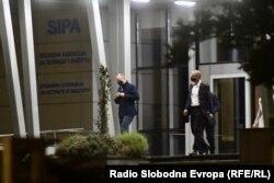 """Izlazak advokata iz Državne agencije za istrage i zaštitu nakon saslušanja i zadržavanja premijera FBiH, suspendiranog direktora FUCZ i vlasnika """"Srebrene maline"""""""