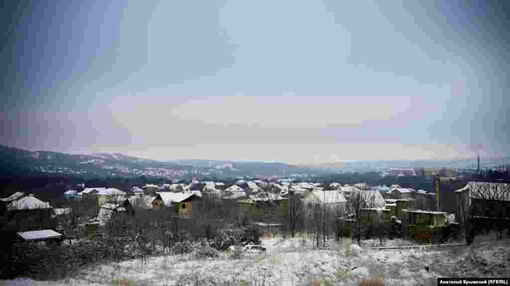 Вид на Перевальное со стороны садового товарищества «Артек»