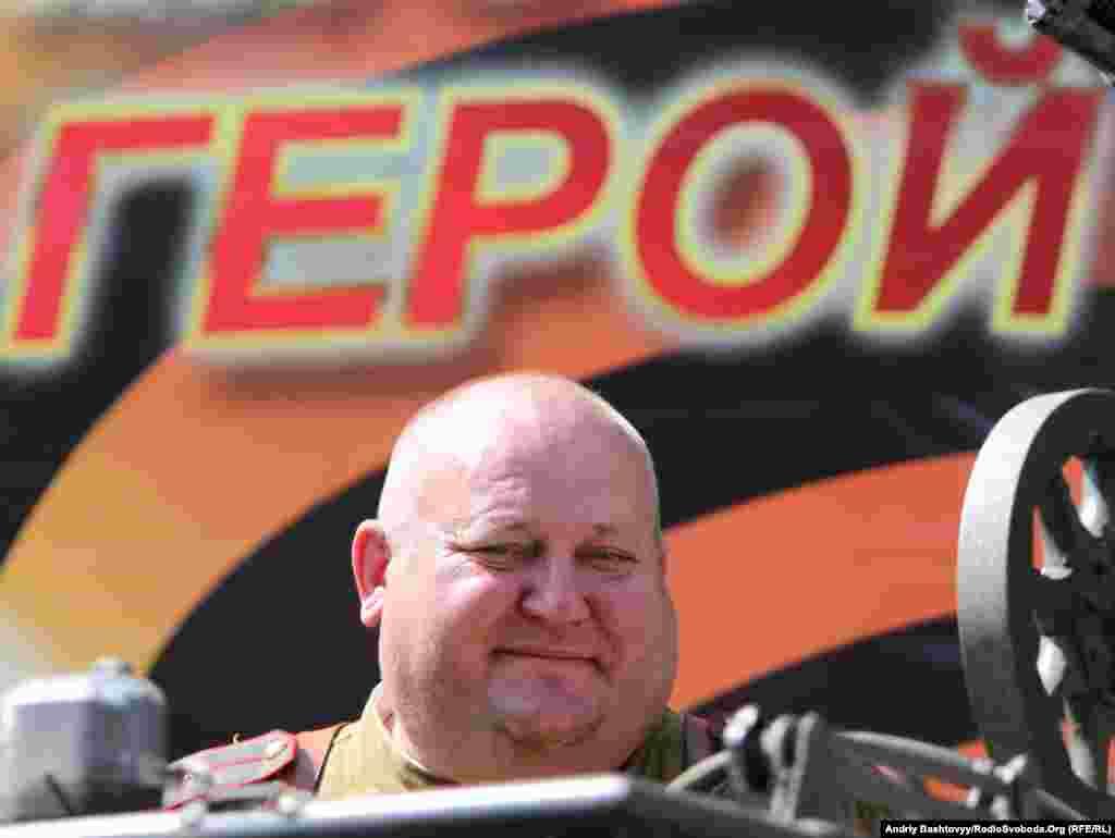 Учасник параду Перемоги у Києві, 9 травня. Photo by Andrii Bashtovyi for Radio Liberty