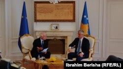 Приштина- Косовскиот претседател Хашим Тачи и високиот претставник на Европската унија за надворешна и безбедносна политика Жосеп Борел