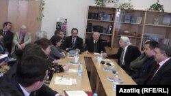 Аакадемик Мирфатыйх Зәкиевнең 85 яшенә багышланган түгәрәк өстәл. Уфа, 12 декабрь 2013