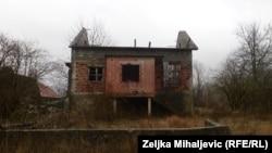 Uništena i napuštena kuća u kojoj je rođen Ante Đapić