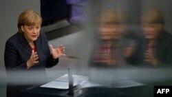 Германия канцлері Анжела Меркель Бундестагта сөйлеп тұр. Берлин, 14 маусым 2012 жыл. (Көрнекі сурет)