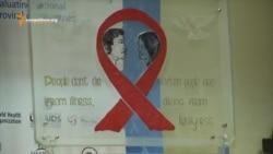 HIV: cu bani de leac sau fără