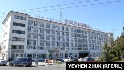 Севастопольская улица Гоголя начинается с гостиницы «Украина»
