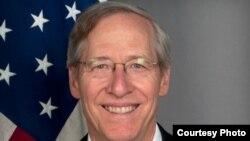 Ambasadori i Shteteve të Bashkuara në Serbi, Michael Kirby.
