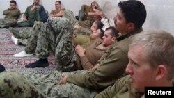 Marinarët amerikanë që janë ndaluar nga Irani...