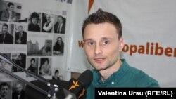 Eugen Mihalaș în studioul Europei Libere la Chișinău