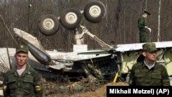 Обломки самолета президента Польши Леха Качиньского. Снимок сделан 13 апреля 2010 года