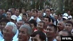 Участники забастовки нефтяников на Жанажоле. 17 июня 2010 года.