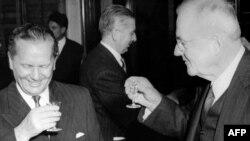 1955 рік. Йосип Броз Тіто (зліва) і державний секретар США Джон Фостер Даллас