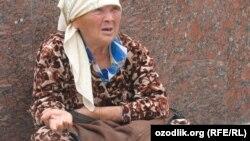 Женщина, занимающаяся попрошайничеством на улицах Ташкента. Иллюстративное фото.