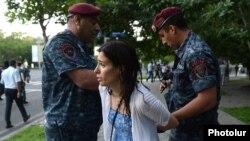 Полицейские задерживают участников акции протеста против подорожания электроэнергии, Ереван, 23 июня 2015 г․