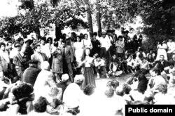 Активисты национального движения в Измайловском парке Москвы, 1987