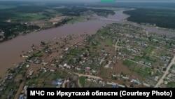 Посёлок Октябрьский в Приангарье после наводнения