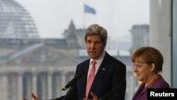 Kerry dhe Merkel - foto arkivi