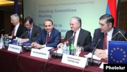 Armenia - Foreign Minister Edward Nalbandian (second from right) attends a meeting of the PACE Standing Committee in Yerevan, 31May2013.