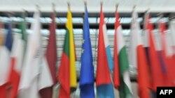 پرچم اعضای اتحادیه اروپا در محل شورای این اتحادیه در بروکسل