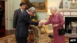 Великобритания - Встреча президента Армении Сержа Саргсяна с Ее Величеством Королевой Елизаветой Второй в Букингемском дворце, Лондон, 10 февраля 2010 г.