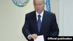 O'zbekiston Axborot agentligi prezident Islom Karimov Toshkent shahridagi 644-sonli uchastkada ovoz berganini xabar qildi.