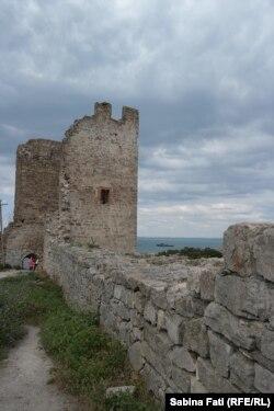 Ruinele cetății genoveze la Feodosia