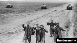 Советские солдаты, плененные на Керченском полуострове, май 1942 года
