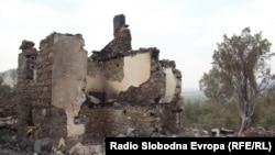 Изгорени куќи во селото Челопек, Старо Нагоричане