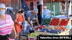 La piața, în Cimișlia.