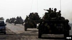Российская военная техника движется в сторону Южной Осетии. 22 августа 2008 года.