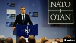 Єнс Столтенберґ виступає напередодні саміту НАТО в Брюсселі, 24 травня 2017 року
