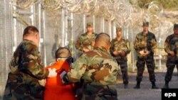 برخورد با زندانیان مظنون به تروریسم به ویژه در زندان گوانتانامو، با انتقاد گسترده همراه بوده است.